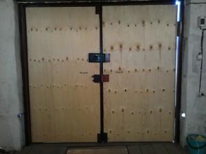 Каким материалом сделать утепление гаражных ворот