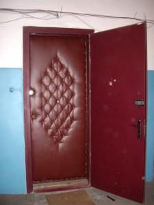 Как делается обивка дверей