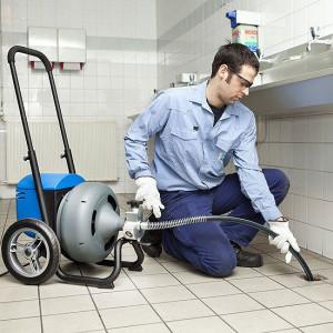 Механическое удаление пробки из нечистот