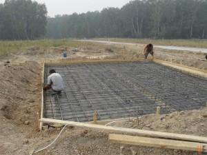 Какой фундамент лучше залить на болотистой местности