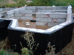 Как делается гидроизоляция фундамента дома своими руками
