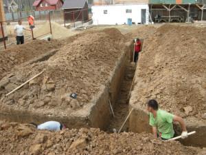 выкопать яму под столбчатый фундамент самому