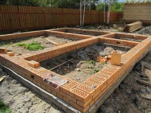 Фундамент с кирпича и бетона