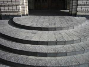 Отделка бетонного крыльца