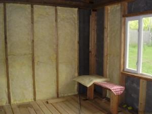 Чем и как можно утеплить стены изнутри в частном доме